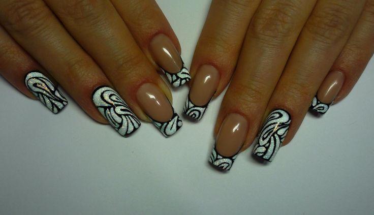 Фото дизайна длинных острых ногтей