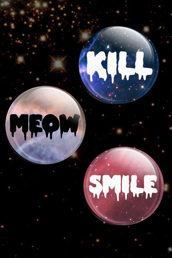 tuer meow sourire bouton badge pastel goth par DanceMacabre