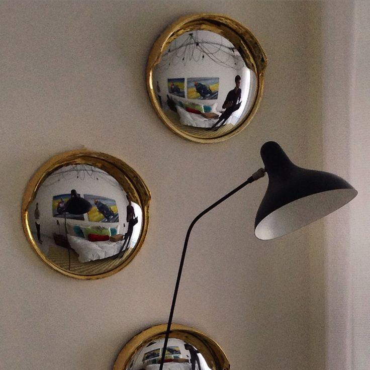 Yet another stunning installation of the #Seletti #Focalize #mirror - whether on its own or in a group, it's the perfect way to liven up an empty wall space. Let's not gloss over the striking silhouette of the #lampegras #Mantis standing lamp