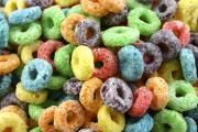 Les céréales faibles en fibres alimentaires et riches en glucides sont parmi les pires aliments pour le déjeuner, surtout si elles contiennent beaucoup de sucre ajouté.