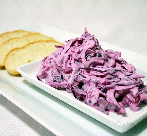 Hanácky šalát je z červenej kapusty. Hodí sa hlavne k vyprážanému, alebo pečenému mäsu. Šalát je dobré nechať pár hodín odležať, nasiakne chuťami použitých surovín.