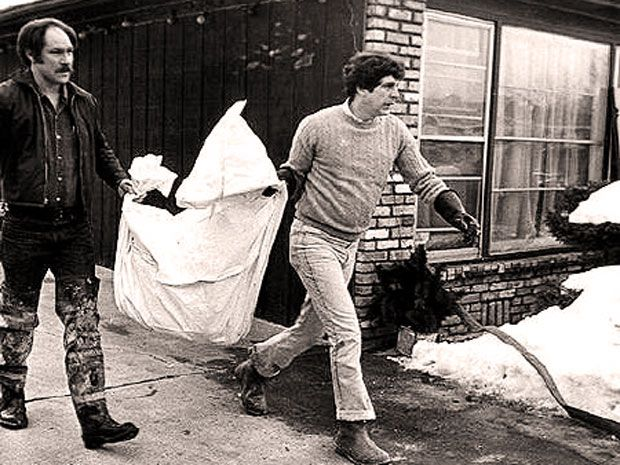 Removing Gacy victim's remains.....