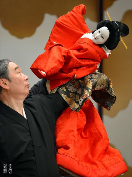 Japanese puppet play at the National Bunraku Theater, Osaka, Japan 国立文楽劇場