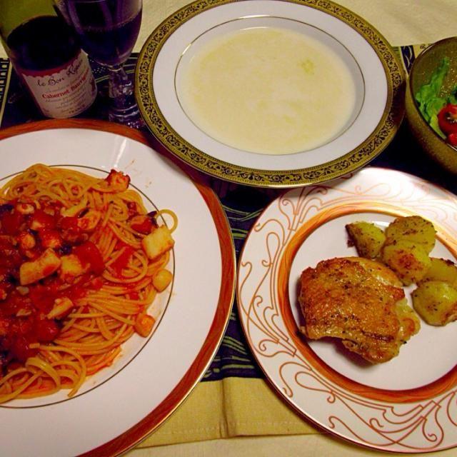 20150412夕食。ペスカトーレはタコ、ホタテ、海老、イカとトマト。チキン及びポテトのローズマリーソテー。レトルトのホタテのソープ。レタスとミニトマトのゴマドレッシング添えサラダ。 - 11件のもぐもぐ - ペスカトーレ by KeikoMorital9