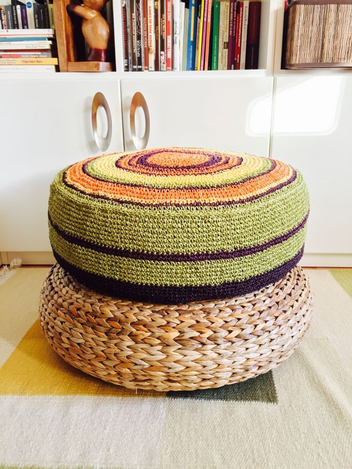 Found on zet.com. Cute crochet puff from eldoku, Turkey