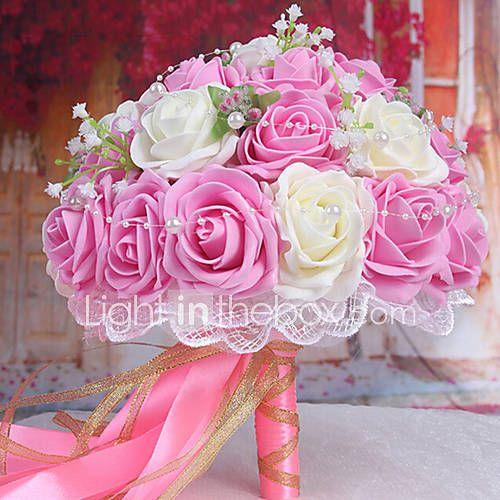 um buquê de 30 rosas pe noiva do casamento de simulação buquê de casamento segurando flores, rosa claro e branco de 2873807 2017 por R$45,93