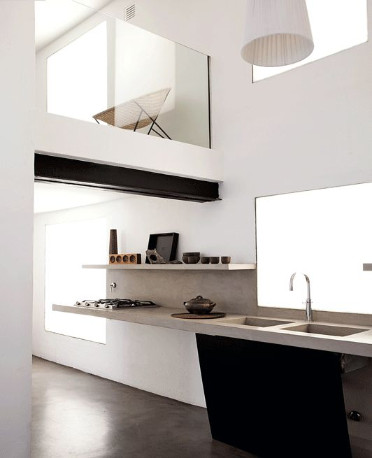 The kitchen worktop is in reinforced concrete and microcement