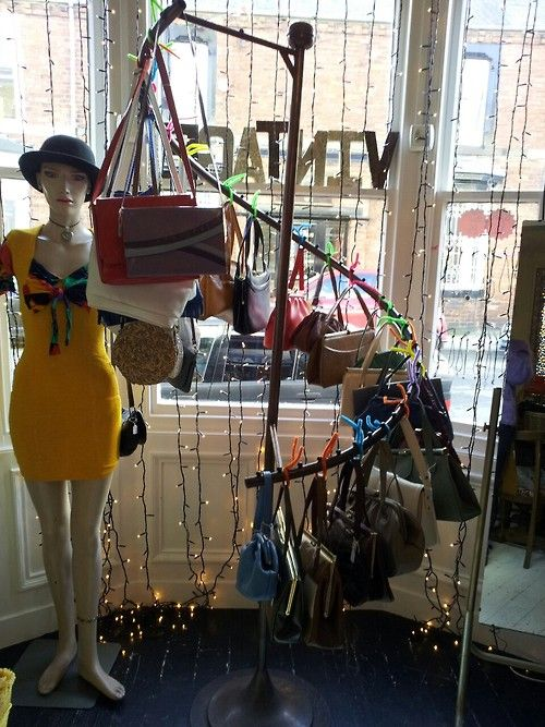 dont forget a nice vintage handbag to go with your new vintage outfit!  these are in immaculate condition and most of them have matching purses and mirrors inside :) prices range from £9 to £20