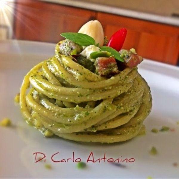 Spaghetti con mandorle, basilico, speak, Philadelphia e pistacchio, la ricetta di Antonino Di Carlo | Ricette