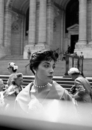 Photo: Vivian Maier. The building in the background is Carrere and Hastings' New York Public Library (completed 1911).