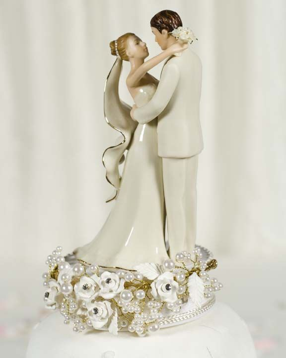 Wedding Cake Toppers - A Guide to Wedding Cake Toppers - Blogs - 1WeddingSource.com