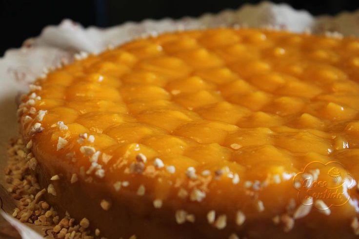 Bolo de amêndoa com doce de ovos! Um bolo tão apelativo quanto intemporal...tudo nele é festivo! O doce de ovos e a amêndoa casam na perfeição...e esta versão é isenta de glúten!