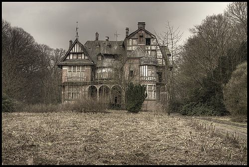 A beautiful forgotten place.  Absolutely gorgeous! Imagine this place fully restored and reprinted to its former glory. It would be quite a destination.