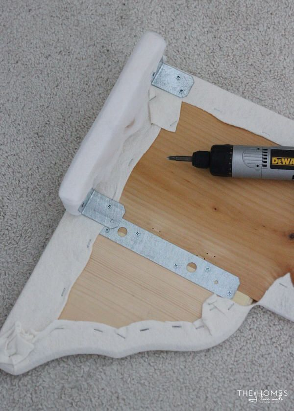 No saws required to make a curvy, scalloped cornice board. This clever tutorial shows you how to make a scalloped cornice box in minutes!