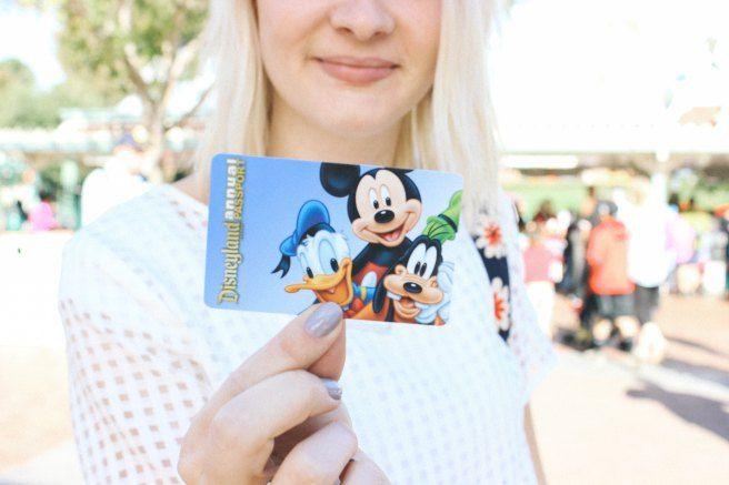 Disneyland season pass picture idea