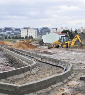 Yeni yerleşim alanları hızla çoğalan ilçede, trafik yoğunluğunu hafifletmek amacıyla Pendik Belediyesi Fen İşleri Ekipleri, çalışmalarını yoğun şekilde sürdürüyor. Çalışmalar kapsamında alışveriş merkezleri bölgesi ile Kurtköy'de alternatif yol güzergâhları yapılıyor. Alışveriş merkezlerinin yoğun olduğu Çamçeşme, Kavakpınar ve...      Kaynak: http://www.kartal24.com/2013/02/page/2/#ixzz2K8287C8l