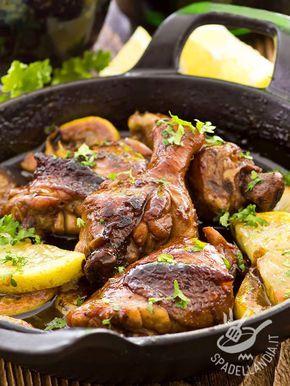 Chicken With Lemon - In poco più di mezzora il vostro Pollo in tegame al limone sarà sulla tavola. Buono, buonissimo, tutto da mordere! #polloallimone