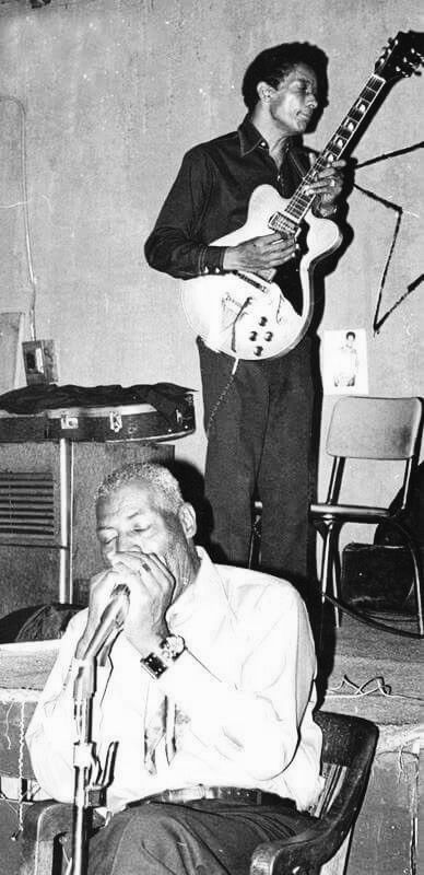 Howlin' Wolf and Hubert Sumlin at Big Duke's Blue Flame Lounge, Chicago 1971...♫♫♥♥♫♫♥☺4♥JML