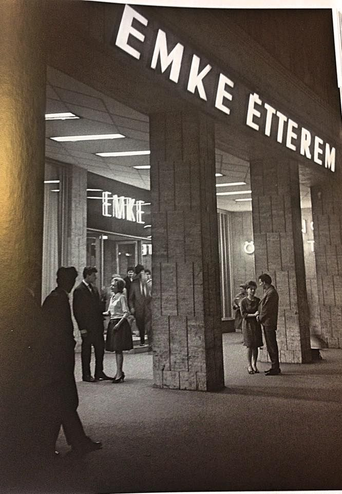 1957.A felújított Emke Étterem a Nagykörút es a Rákóczi út sarkán
