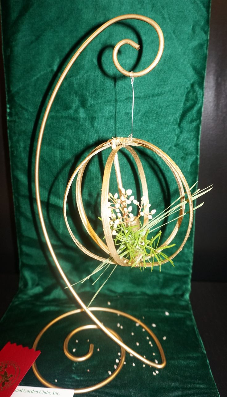 """2nd Place award - Petite - Small design for the Garden Club of Ellijay's Flower Show, """"Honoring America's Women"""""""