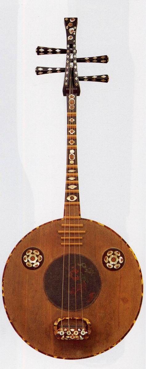 正倉院の楽器  螺鈿紫檀阮咸(表)