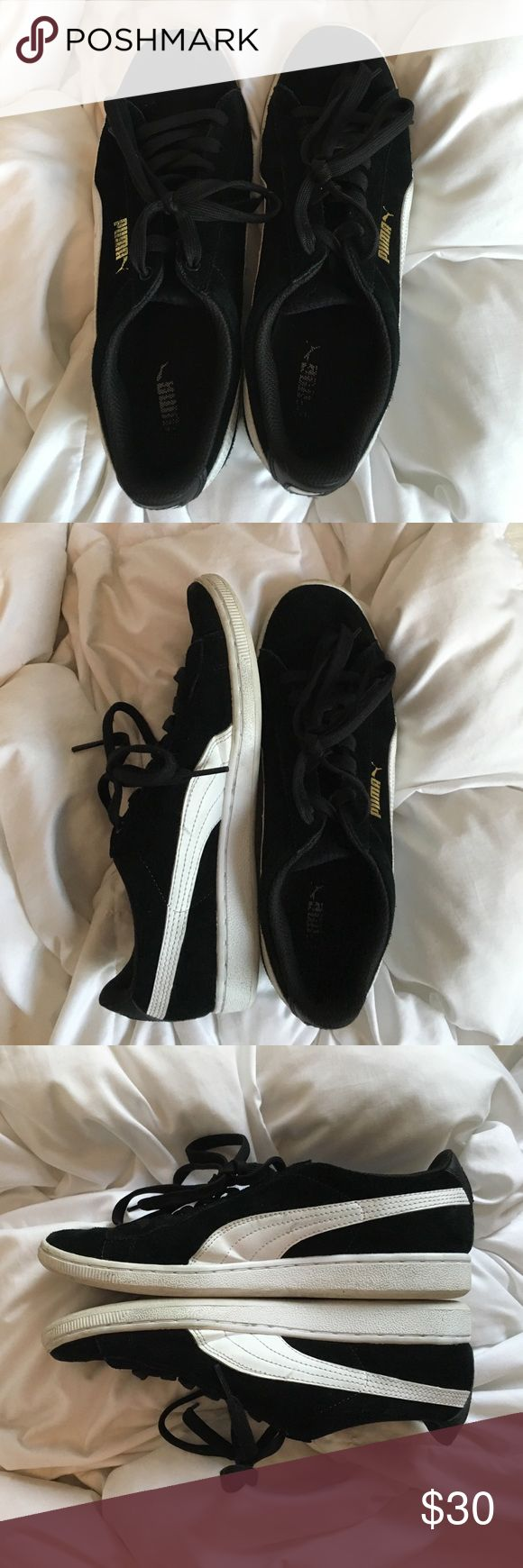 Black pumas black suede pumas. worn but still in gray condition. super comfortable Puma Shoes