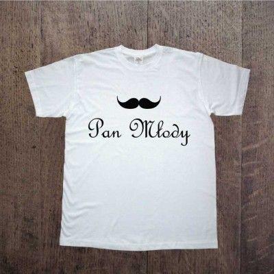 Koszulka z napisem Pan Młody. Idealna na ślubne przygotowania, poczuj atmosferę już teraz!  To także dobry pomysł na wieczór kawalerski!