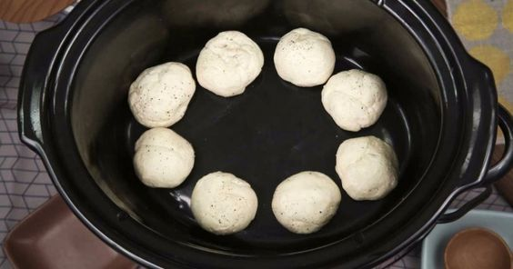 How to make biscuits and sausage gravy in a slow cooker