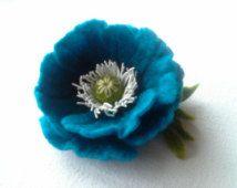 Fieltro broche turquesa de la flor de la amapola, flor de lana de fieltro, flor…