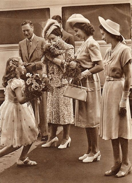 ilovethemonarchy:  Royal Tour of South Africa, 1947-King George VI, Queen Elizabeth, Princess Elizabeth and Princes Margaret presented with flowers.