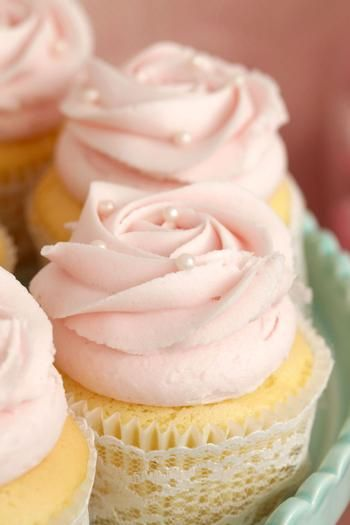 Rach what do you think about me possibly making cupcakes like this for the wedding? :)