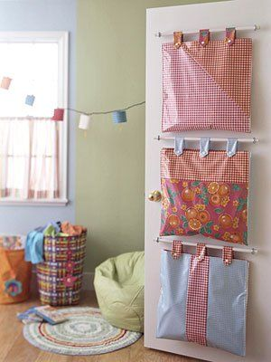 Hanging storage bags behind the door. Brilliant. The how-to doesn't seem to be online anymore but with curtain rod kits and some measuring, this can be duplicated.