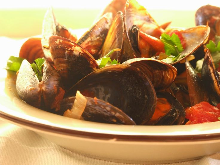 mesa corrida: Mexilhões em molho de tomate / Mussels in tomato sauce