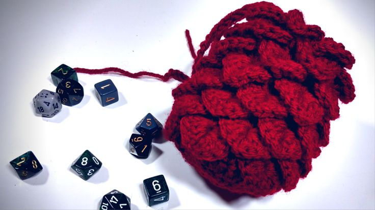 GoT Fans: Make your own dragon's egg dice bag for your gaming adventures. http://geekandsundry.com/diy-project-dragon-egg-dice-bag/#utm_sguid=171272,e8b98d1b-615d-f63b-4f36-0fdd41573fd2