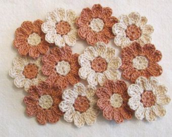 Color de rosa y flores de ganchillo blanco 12 pequeños