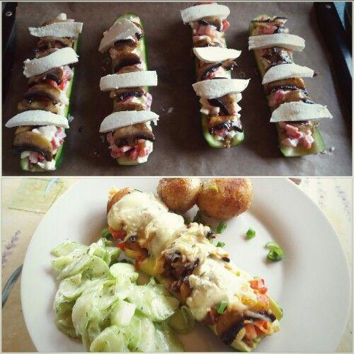 Zucchini gefüllt mit Hackfleisch, verschiedenen Gemüsesorten und mit Mozzarella überbacken- mit Gurkensalat und Quellkartoffeln