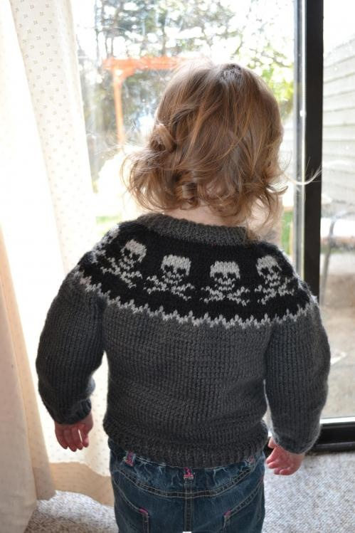 Kid's skull sweater!
