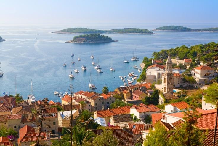 # Croatie : l'île de Hvar, une des plus belles et des plus fameuses de Dalmatie.