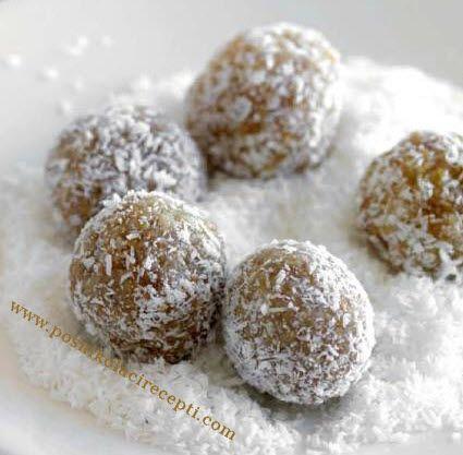 POSNE BOMBICE RECEPTI Posne bombice su uz štanglice,kuglice,kockice nezaobilazan kolačić na našoj trpezi.Nama su omiljene bombice sa keksom ,kao i bombice sa orasima . BOMBICE SA KEKSOM Šta nam je potrebno od sastojaka: 300 grama mlevenog keksa, 250 grama margarina, supena kašika kakao praha, malo
