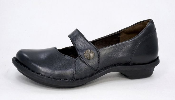 Tsonga Relaxa Black Nampa, Handmade Genuine Leather Shoe.  R 939. Handcrafted in Pietermaritzburg, South Africa. Code: TLUB066 005. See online shopping for sizes.   Shop for Tsonga online https://www.thewhatnotshoes.co.za       Free Delivery within South Africa.