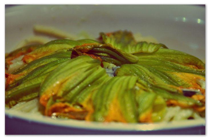 Spaghetti con i fiori di zucca #spaghetti #pasta #ricette #zucca #autunno #pinalapeppina