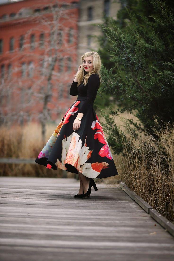 RachMartino #GiantFlorals #midiskirts  I reeeeeeeeally want this skirt <3