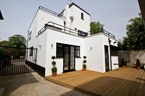 On The Market Five Bedroomed Art Deco Property In Bexleyheath Kent On Http Www Wowhaus Co Uk Art Deco Building Fronts Pinterest House Art