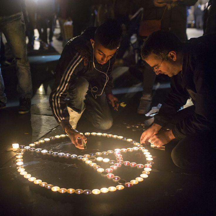 """""""A Paris, « on est debout, mais la fête, non, on n'a pas le cœur à ça »  Une semaine après les attentats, chacun était invité à investir les rues, les…"""""""