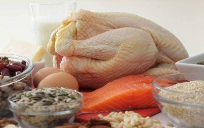 Cibi proteici: la lista dei 10 alimenti più ricchi di proteine [FOTO] - I cibi proteici sono molto importanti nella nostra dieta, anche se dobbiamo perdere peso. Ecco la nostra lista dei 10 alimenti proteici da non far mancare a tavola. N° 1: le uova.