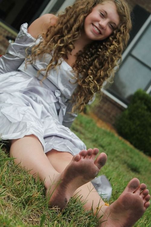 hot-naked-young-teens-barefoot