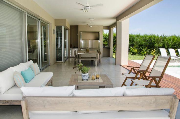 Mirá imágenes de diseños de Livings estilo moderno: GALERÍA . Encontrá las mejores fotos para inspirarte y creá tu hogar perfecto.