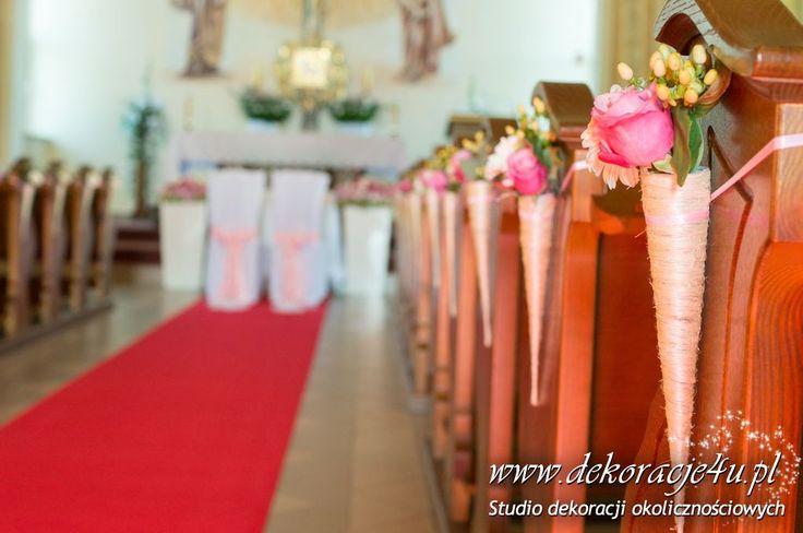Dekoracja lawek w kościele, rozki z bukiecikami. www.dekoracje4u.pl