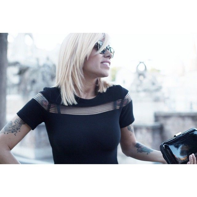 Bee  shot: @lilo5kd dress: @sandroparis hairstyle: @floriana_fucci bronde, platinum, sandroparis dress, rayban wayfarer, rome, blogger, fashion, tattoed, pin up