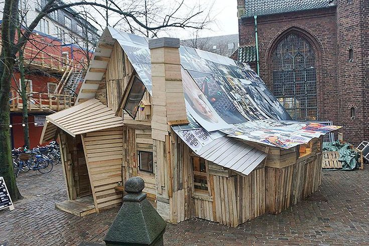 A pop-up shelter made of recycled wood gave visitors an eco-conscious space to make do-it-yourself holiday presents.